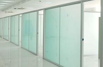 长沙办公室装修公司在装修设计报价时对办公室中墙面整装的处理与装修材料选配