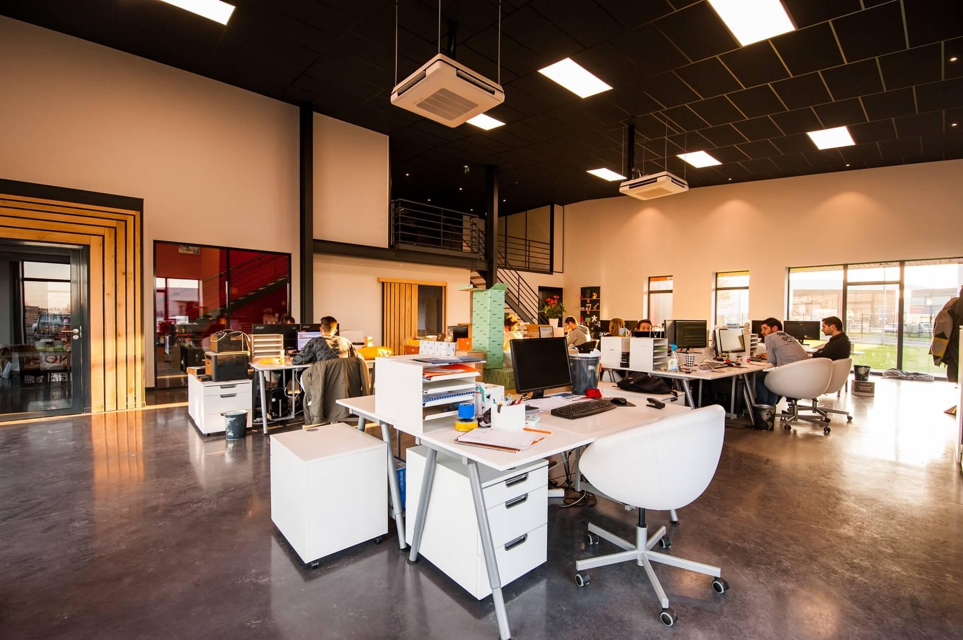 湖南浩安公装公司装修设计资讯知识办公空间装修设计色彩与自然光照的协调运用