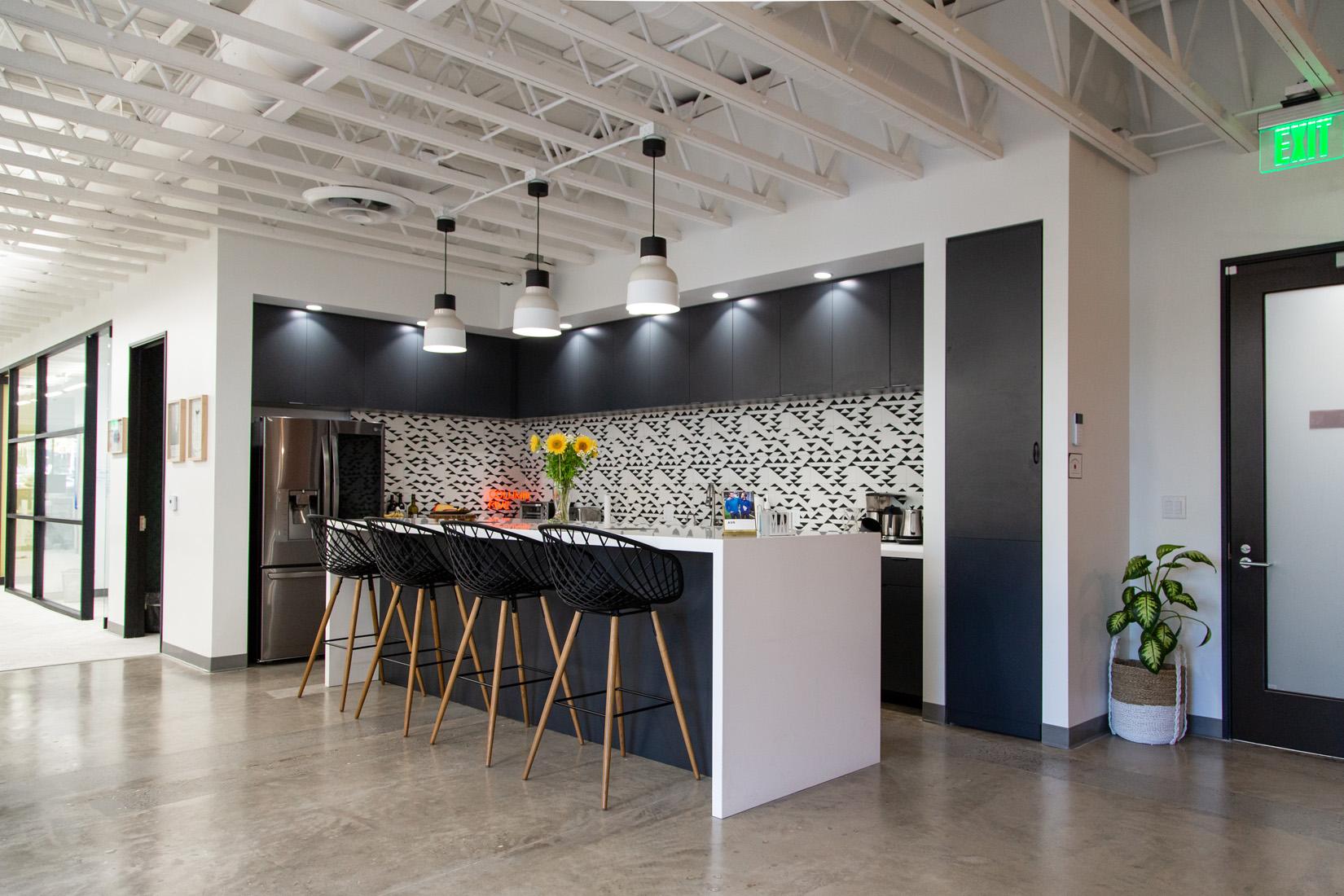 湖南浩安公装公司装修设计资讯知识湖南办公室装修设计空间色彩与气候的运用